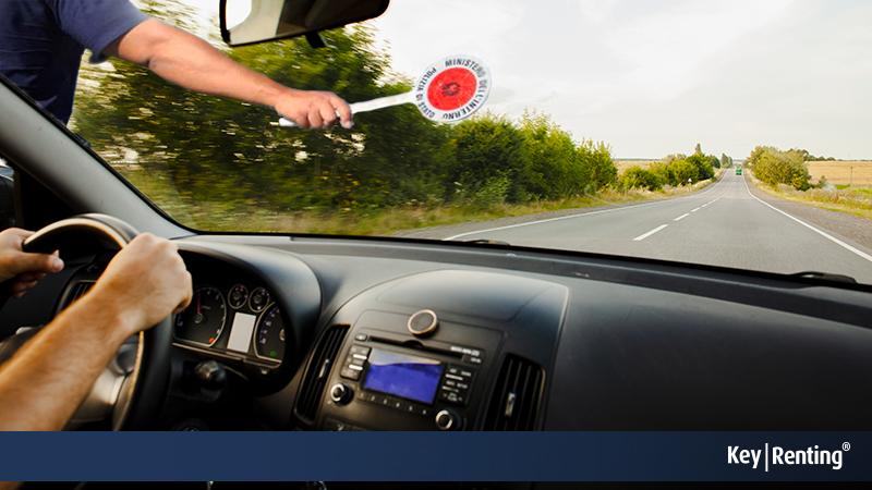 Coronavirus: come viaggiare in auto e misure su rinnovo patente e revisione