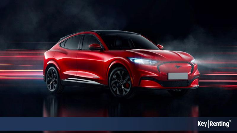 Ford Mustang Mach-E, il nuovo Suv elettrico elegante e sportivo