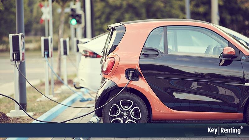 Auto elettriche: boom di vendite, ma il passaggio all'elettrico è difficile